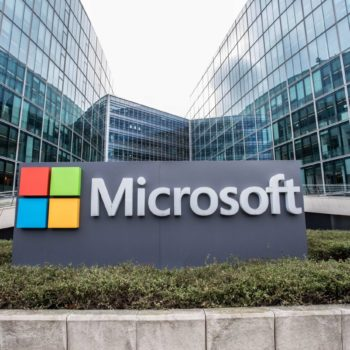 Microsoft bëhet për herë të parë kompani 1 trilion dollarëshe