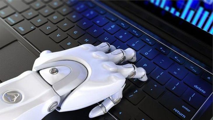Banka e Anglisë: Inteligjenca artificiale rrezikon pjesën më të madhe të vendeve të punës
