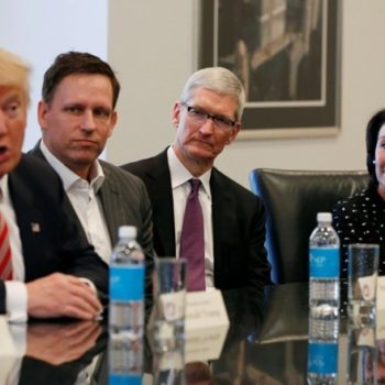 Trump do të darkojë me shefin ekzekutiv të Apple Tim Cook
