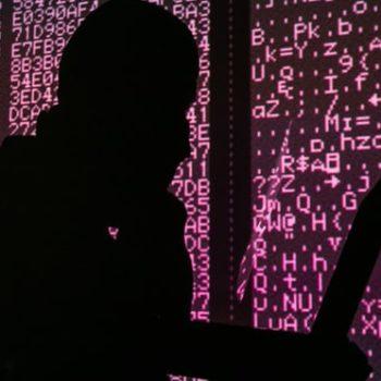 Në brendësi të bazës ushtarake britanike ku hakerat e rinj mësojnë të përballen me krimin kibernetik