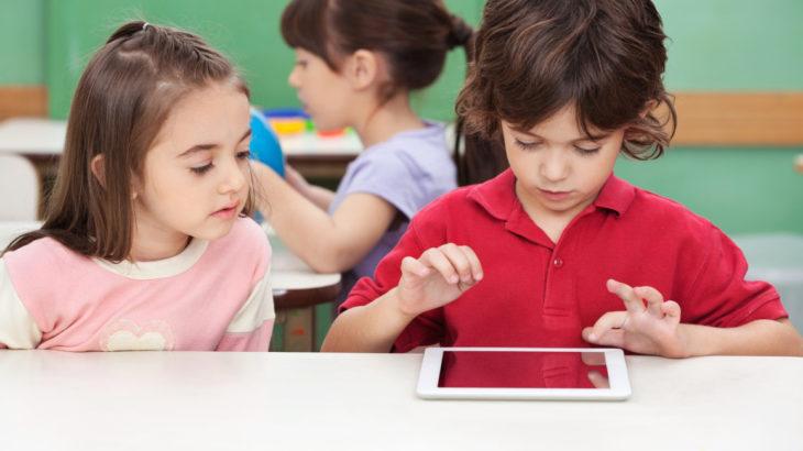 France, ndalohet përdorimi i tabletëve dhe telefonëve nëpër shkolla