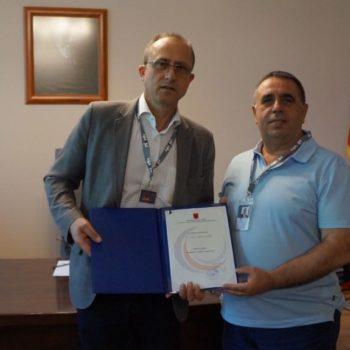 Kryetari i Këshillit Drejtues të AKEP i dorëzon RTSH-së Autorizimin Individual për përdorimin e brezit të frekuencave