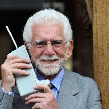 35 vite më parë u krye thirrje e parë nga telefon celular