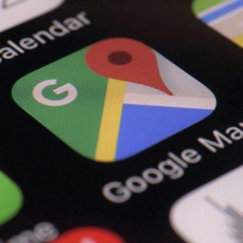 Google Maps tregon stacionet e karikimit për makinat elektrike