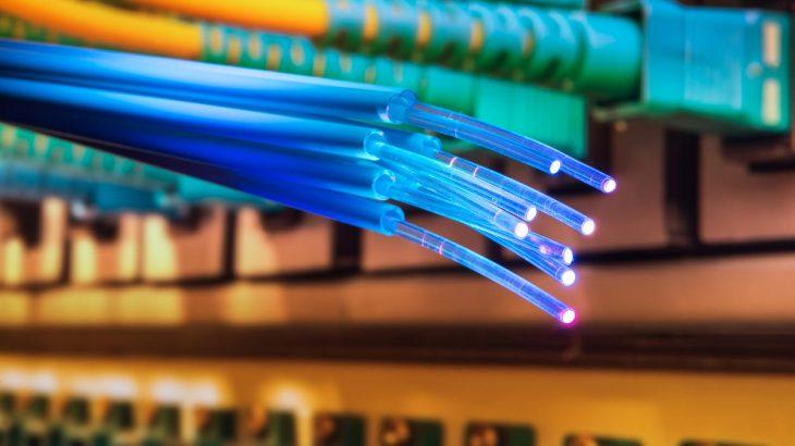 Një teknologji e re mund të rrisë kapacitetin e fibrave optike me 100 herë