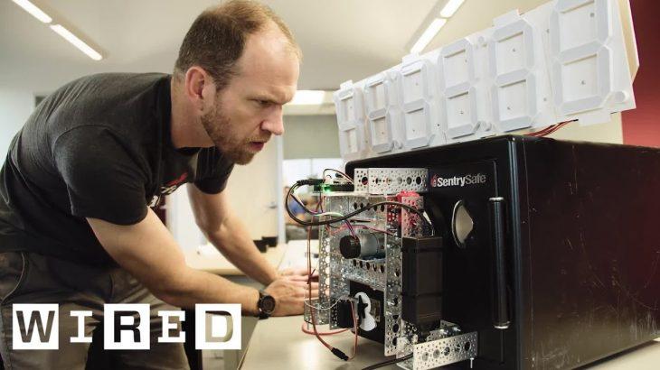 Një robot i bërë në shtëpi deshifron një kasafortë në 15 minuta