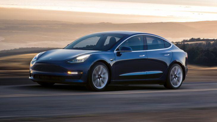 Tesla prezantoi një version të ri të Model 3