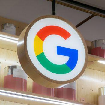 Hakerët marrin nën kontroll një llogari të Google në Twitter, promovojnë një skemë mashtrimi me Bitcoin