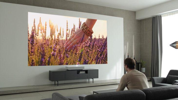 Projektori i LG-së që mund të pasqyrojë pamje 120-inç nga 17 cm largësi