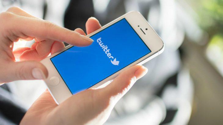Samsung publikon në Twitter duke përdorur një Apple iPhone