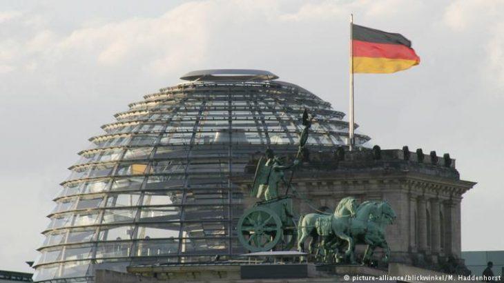 Hakerët publikojnë të dhënat e qindrave politikanëve Gjermanë
