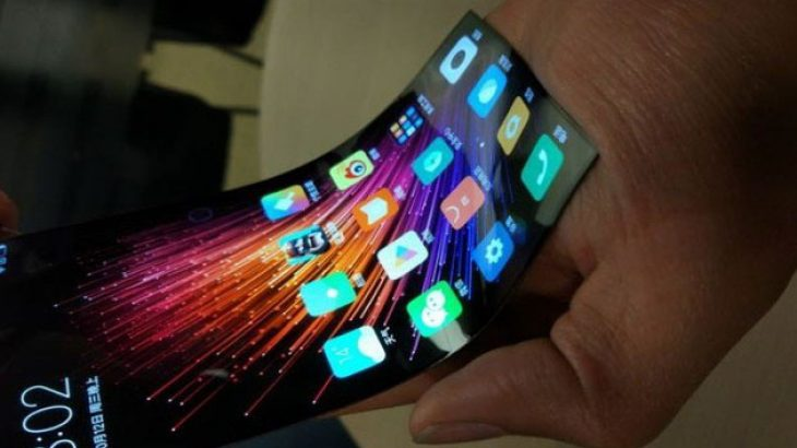 Telefoni me ekran që paloset i Xiaomi bën një gjë të pazakontë