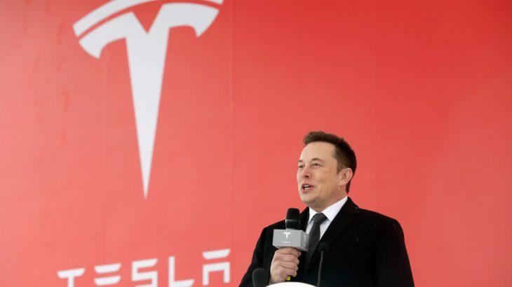 Elon Musk jep parashikimin se kur makinat do të bëhen plotësisht autonome