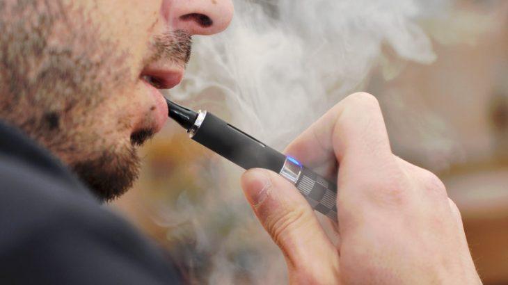 Cigarja elektronike i merr jetën një 25 vjeçari