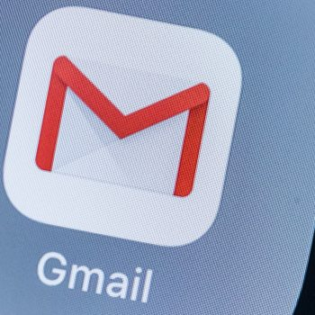 Ja sesi të aktivizoni pamjen e errët në Gmail