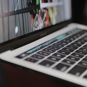 Apple do të prezantojë një laptop të ri
