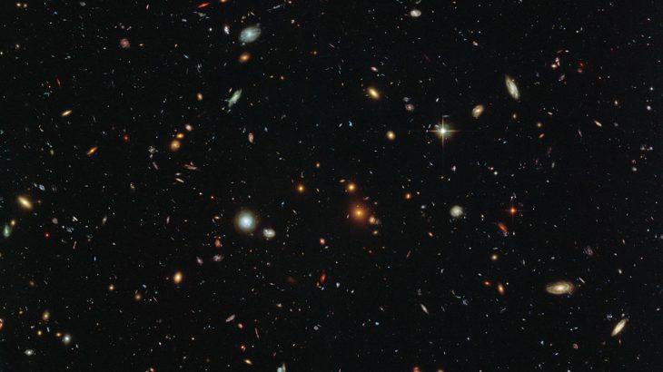 Një superkompjuter krijoi miliona versione të ndryshme të universit