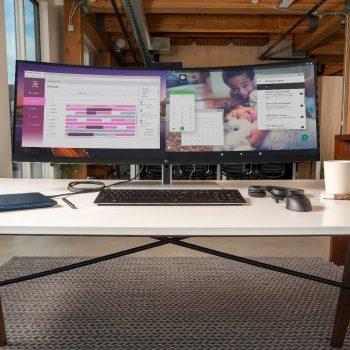 Monitori i HP tregon ekranet e dy pajisjeve njëherazi