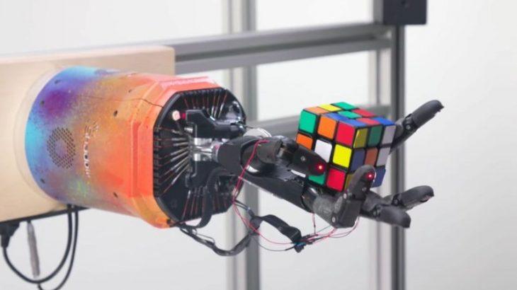 Një krah robotik zgjidh kubin Rubik për 4 minuta