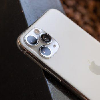 Apple thotë se humb para nga riparimi i pajisjeve të saj edhe pse tarifon shuma marramendëse