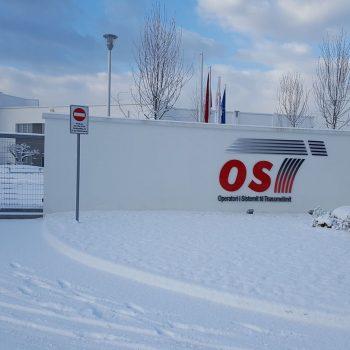 Operatori i Sistemit të Transmetimit jep për përdorim fibrat optike