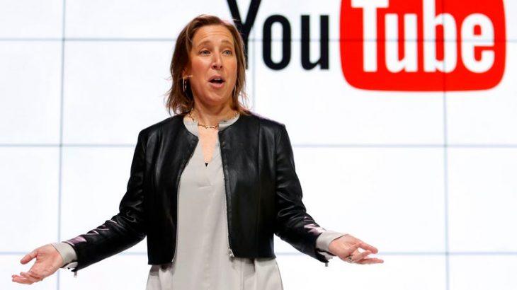 CEO i YouTube flet për kufizimet që u vendos fëmijëve online