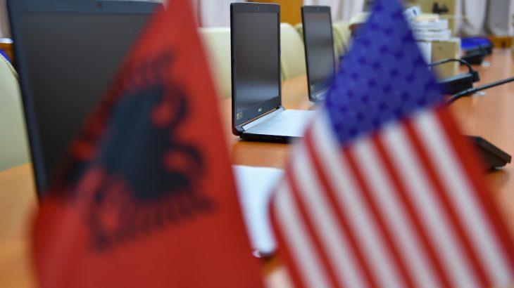 Ambasada Amerikane dhuron pajisje për Policinë për të luftuar krimin kibernetik