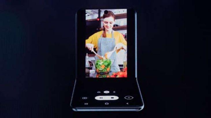 Telefoni i Samsung me ekran që paloset në formë guaske merr formë