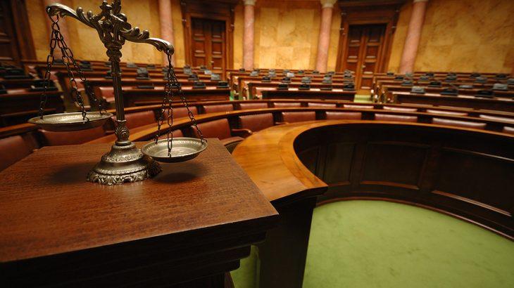 Një gjykatë Amerikane mban gjyqin e parë përmes platformës Zoom