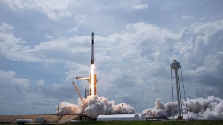 SpaceX rikthehet në hapësirë, dërgon më shumë satelitë interneti