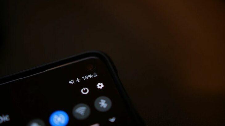 Pse karikimi i smartfonit gjatë natës është i dëmshëm për baterinë