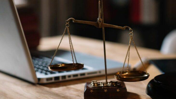 Vlerësimi negativ ndaj një firme ligjore në TrustPilot i kushton një britaniku 25 mijë paundë