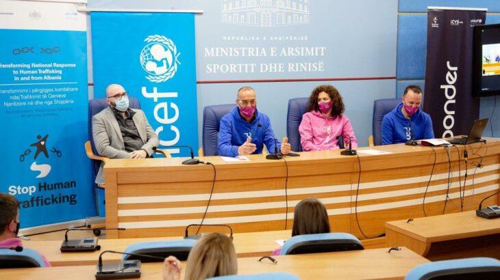 Aplikacioni PONDER fuqizon të rinjtë e Shqipërisë me mendimin kritik