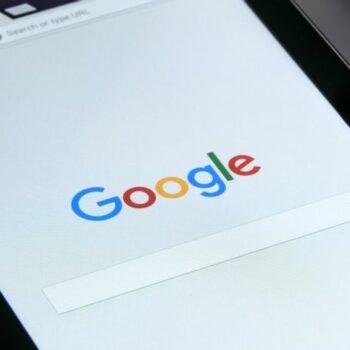 Një hulumtim kërkon të mësojë nëse përdoruesve ju jepen informacione të njëanshme nga motorët e kërkimit