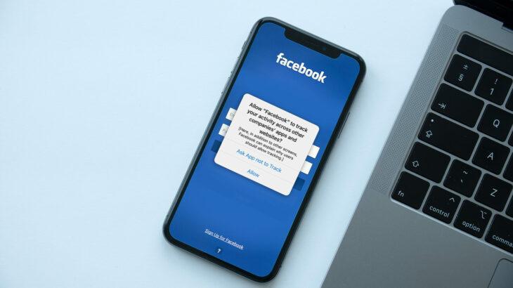 Si Apple arriti të godasë Facebook në pikën më të dobët