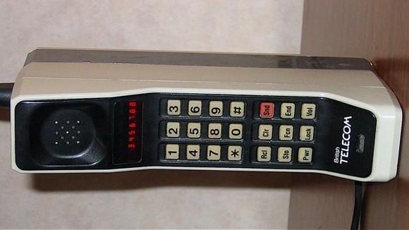 6. Motorola DynaTAC 8000X - 1983
