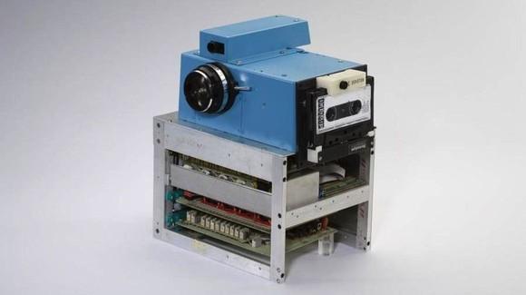 7. Kamera Dixhitale Kodak - 1975